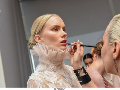 9796237d9dc4 ... Παολίνα Διαμαντούλη, Ισμήνη Νταφοπούλου παρουσίασαν τρεις συλλεκτικές  κόκκινες δημιουργίες Celia Kritharioti Haute Couture προς δημοπράτηση.