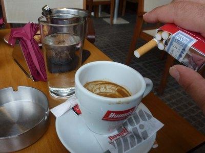 Πάτρα: «Έφοδος» του υγειονομικού σε καφετέρια για κάπνισμα- «Τρόμαξαν» οι θαμώνες, έπεσε πρόστιμο