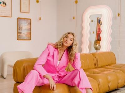 To supermodel Ελσα Χοσκ γέμισε με vintag...