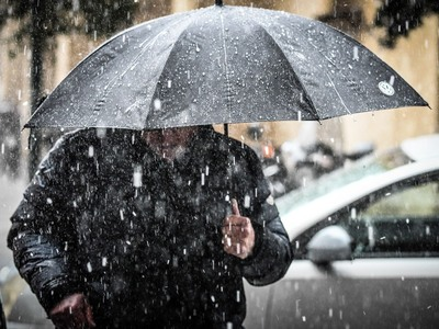 Καιρός: Η «Ωκεανίς» πάνω από την Ελλάδα – Βροχές, ισχυρούς ανέμους και «βουτιά» της θερμοκρασίας στην Πάτρα