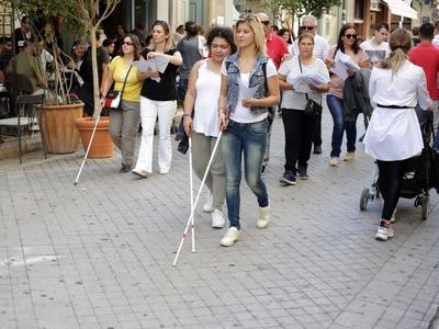 Γέμισε λευκά μπαστούνια το κέντρο της Πάτρας! ΦΩΤΟ