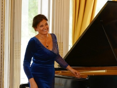 Ρεσιτάλ πιάνου - έκπληξη την Κυριακή 14/7 από την Πολωνή σολίστ Bożena Maria Ficht-Maciejowska