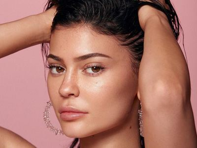 Έρχεται η skincare γραμμή της Kylie Jenner