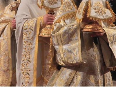 Ιερέας στο Αγρίνιο κάλεσε πιστούς που φο...