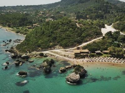 Η πανέμορφη παραλία Porto Azzuro στον Βασιλικό της Ζακύνθου, από ψηλά - DRONE ΦΩΤΟ