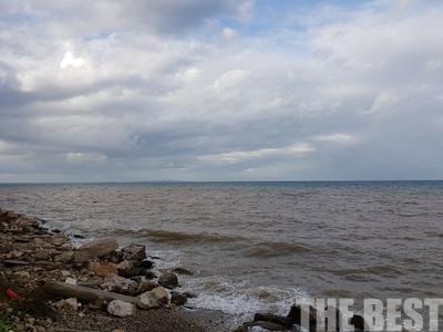 Έγινε καφέ η θάλασσα στην Πάτρα, από τη λάσπη - ΦΩΤΟ