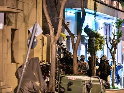 Κουκάκι: Η Αστυνομία εκκένωσε το κτίριο ...