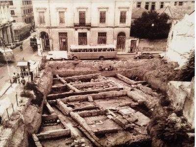 Εκεί που σήμερα παρκάρουν αυτοκίνητα στην Πάτρα, υπήρχε ένας τεράστιος αρχαιολογικός θησαυρός...