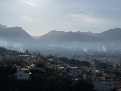 """""""Καμπανάκι"""" για τα τζάκια: Η αιθαλομίχλη πνίγει τις μεγαλουπόλεις"""