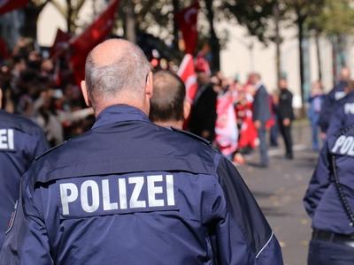 Πληροφορίες για ομήρους σε εμπορικό κατάστημα στη Γερμανία
