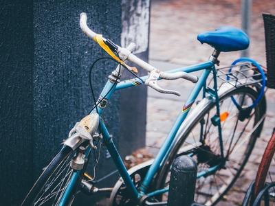 Ποδήλατο συγκρούστηκε με Ι.Χ. στην Πάτρα...