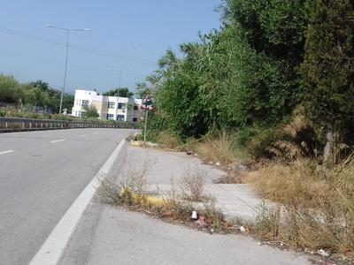 «Ζούγκλα» πεζοδρόμια στην Εγλυκάδα και την Βενιζέλου – ΦΩΤΟ