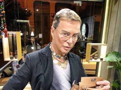Λάκης Γαβαλάς: Θέλω δύο τετραγωνικά make...