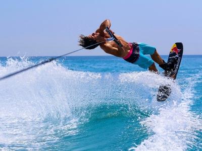Μεσογειακοί Παράκτιοι: Γνωρίστε το Water Skiing - ΦΩΤΟ
