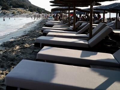 Δυτική Αχαΐα: Σε ποιες παραλίες θα μπουν ξαπλώστρες και καντίνες