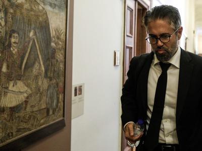 Επιβεβαιώνει ο Φρουζής ότι ο Μανιαδάκης ήταν συνεργάτης της Novartis - Το αρνήθηκε χθες