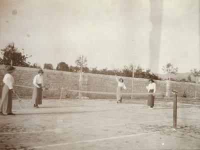 Παίζοντας τένις στην Πάτρα το 1914