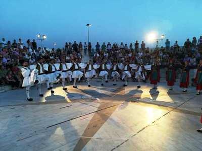 ΔΕΙΤΕ ΦΩΤΟ από το χορευτικό υπερθέαμα που παρουσίασε ο Παγκαλαβρυτινός Σύλλογος Πατρών