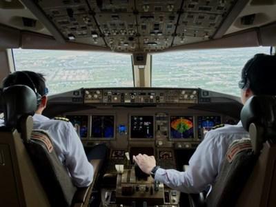 Θέλει το παιδί σας να γίνει πιλότος; Μαθήματα από τη Δευτέρα σε Αθήνα, Μέγαρα και Τανάγρα