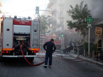 Φωτιά σε καφετέρια του Αιγίου- Κατέρρευσε η οροφή