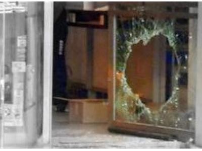 Αγρίνιο: Έσπαγε βιτρίνες για να κλέψει, ...