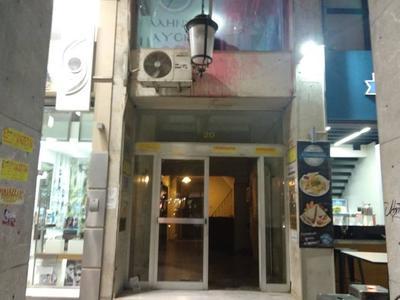 """Πάτρα: """"Αναρχικοί"""" έγραψαν συνθήματα και πέταξαν κόκκινη μπογιά στην Ελληνική Λύση- ΦΩΤΟ"""