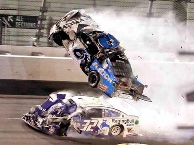 Τρομακτικό ατύχημα στο αγώνα Daytona 500 - ΒΙΝΤΕΟ