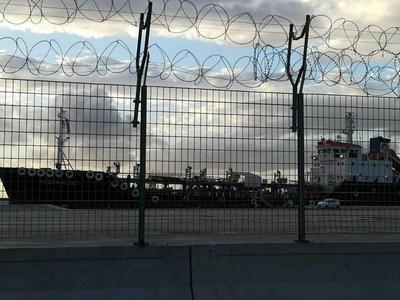 """Συγκρούστηκαν τρία πλοία στο νέο λιμάνι της Πάτρας -Το μπουρίνι είχε """"παρενέργειες""""- Η ανακοίνωση του Λιμενικού- ΦΩΤΟ"""