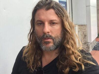 Ο Νεκτάριος Νικολόπουλος ανέβασε φωτογραφία με χειροπέδες! - ΦΩΤΟ
