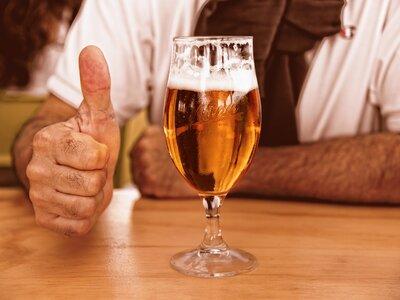 Να γιατί η μπύρα αφρίζει τόσο πολύ όταν ...
