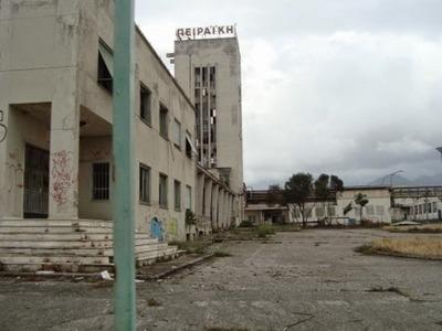 Πειραϊκή Πατραϊκή: Τα ερείπια της εταιρε...
