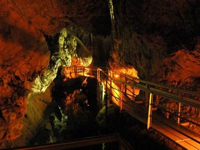 Η μοναδική ομορφιά του Σπηλαίου των Λιμνών στην ορεινή Αχαϊα