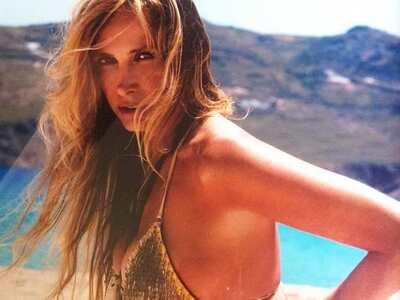 Κατερίνα Γιατζόγλου: Περπατάει topless σ...