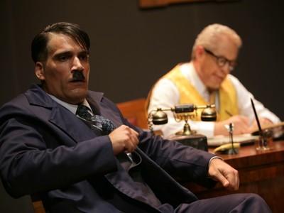 """Συνεχίζεται για 4 ακόμα παραστάσεις το """"Εγώ και ο Φρόιντ"""" στο Επίκεντρο+"""