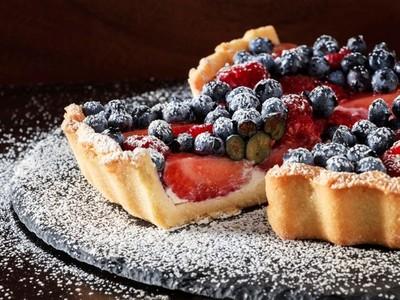 Τα γλυκά της Άνοιξης: Φοντάν με πιπέρια, τάρτα με φρούτα του δάσους και κιουνεφέ