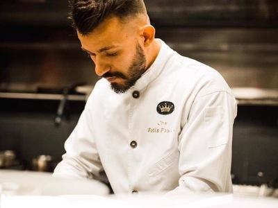 Φώτης Πάστρας: Ο πατρινός σεφ που μαγειρ...