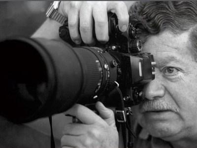 Ο μοναδικός φωτορεπόρτερ που απαθανάτισε την εισβολή του τανκ θυμάται πώς έζησε το Πολυτεχνείο