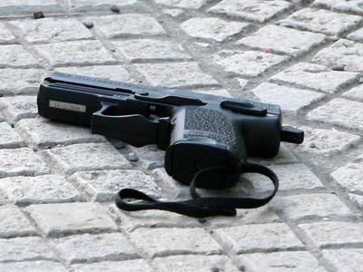 Αίγιο: Σφαίρα σφηνώθηκε σε αυτοκίνητο