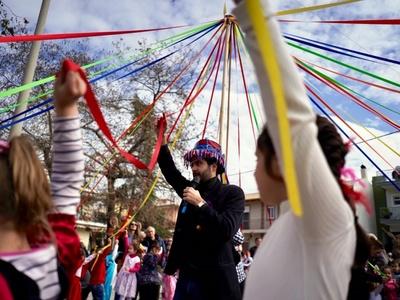 Πανηγύρι χρωμάτων, χορού, κεφιού και παιδικών χαμόγελων στη συνοικία Μακρυγιάννη - ΔΕΙΤΕ ΦΩΤΟ