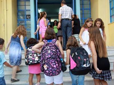 Πάτρα: Σκυθρωποί μαθητές λόγω κρίσης -  Γονείς ζητούν βοήθεια από δασκάλους να βρουν δουλειά...