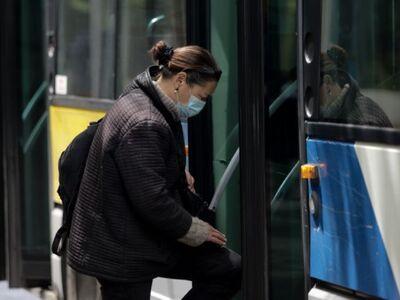 Πάτρα: Παράπονα για επιβάτες που δεν φορ...