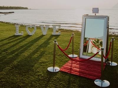 Η Celebrate μας παρουσιάζει, σε αποκλειστικότητα για την Πάτρα, το μοναδικό Celebrate Mirror Booth! - ΔΕΙΤΕ ΦΩΤΟ