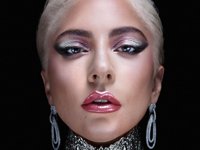 Haus Beauty: Η Lady Gaga λανσάρει το δικό της brand ομορφιάς με το γκλίτερ σε πρώτο πλάνο