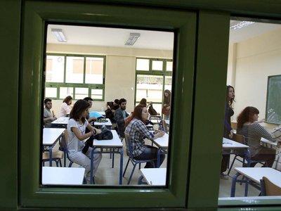 """Ασφυκτιούν"""" μέσα κι έξω από το σχολείο οι μαθητές σε γυμνάσια και ..."""