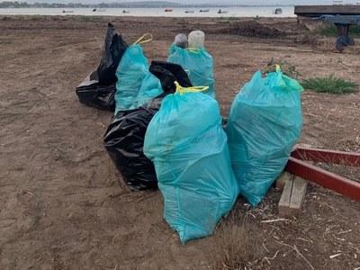 Η νεαρή Γαλλίδα που έβαλε σκοπό να καθαριστεί η παραλία του Κατακόλου