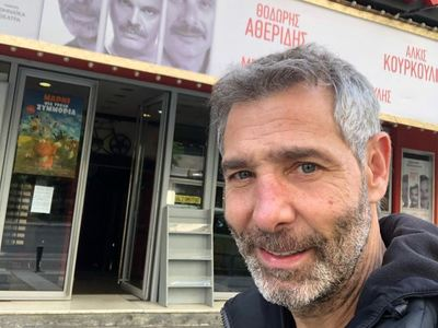 Λιποθύμησε στο θέατρο ο Θοδωρής Αθερίδης  και μεταφέρθηκε στο νοσοκομείο