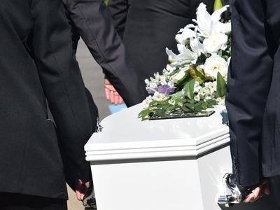 Κηδείες μέσω live streaming από πατρινό γραφείο τελετών