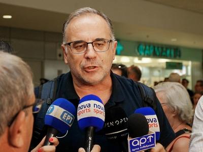 Σκουρτόπουλος κατά την άφιξη της Εθνικής: «Το αποτέλεσμα αδικεί την ομάδα»