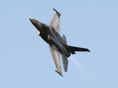 """Πάτρα: Τα F-16 """"έσπασαν"""" τη σιωπή της πόλης - ΒΙΝΤΕΟ"""