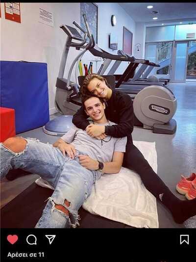 Κωνσταντίνος Μητσοτάκης: Αγκαλιά με την ...
